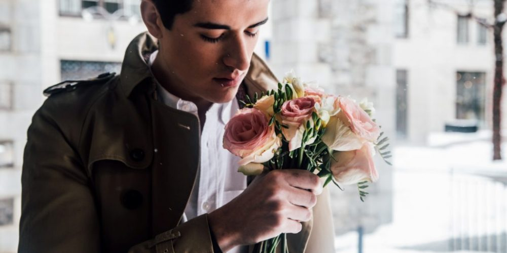 Do men like flowers as gift ? How to deliver flowers.
