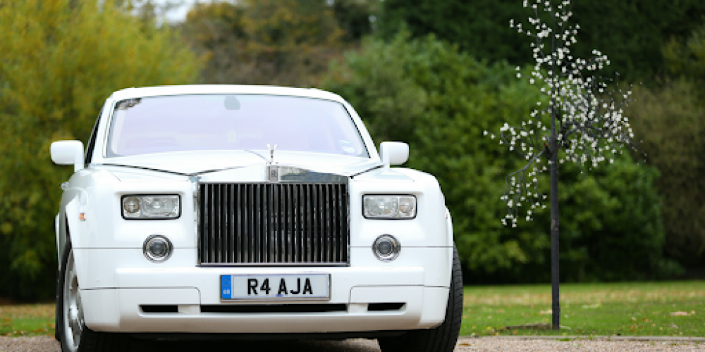 A Guide to Book the Right Wedding Car Hire Wales Service